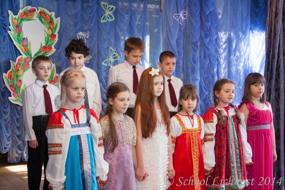 Праздник 8 марта в начальной школе
