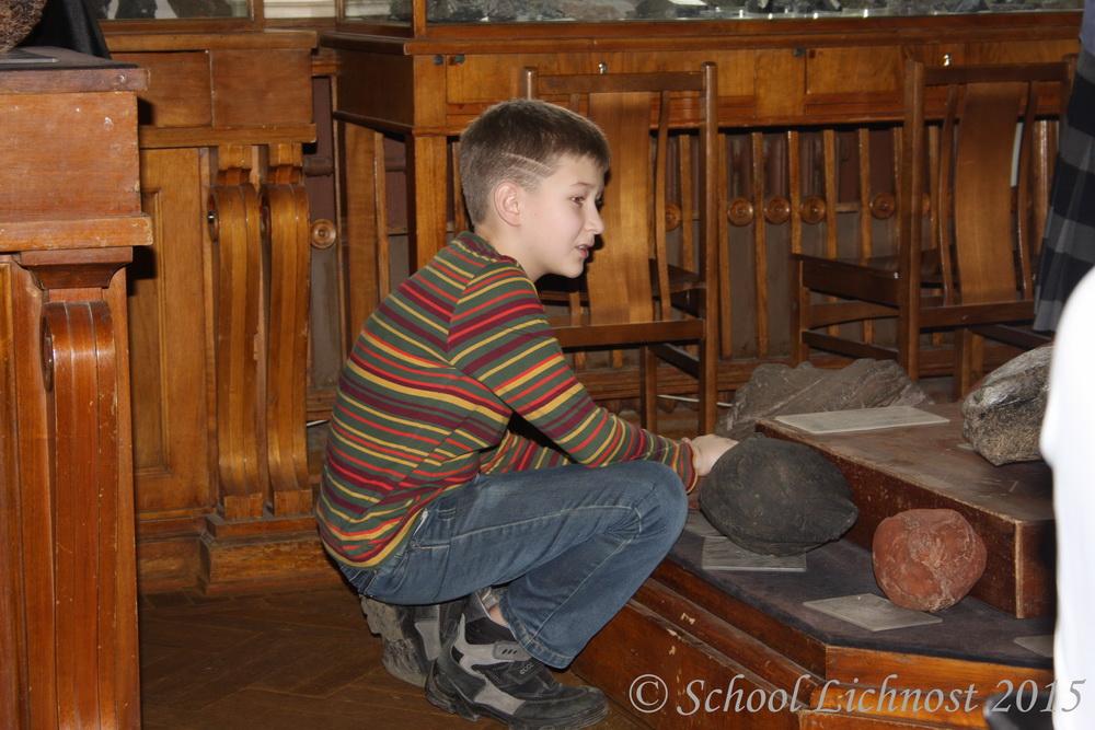 Ученики 6 и 8 класса посетили Музей Землеведения МГУ