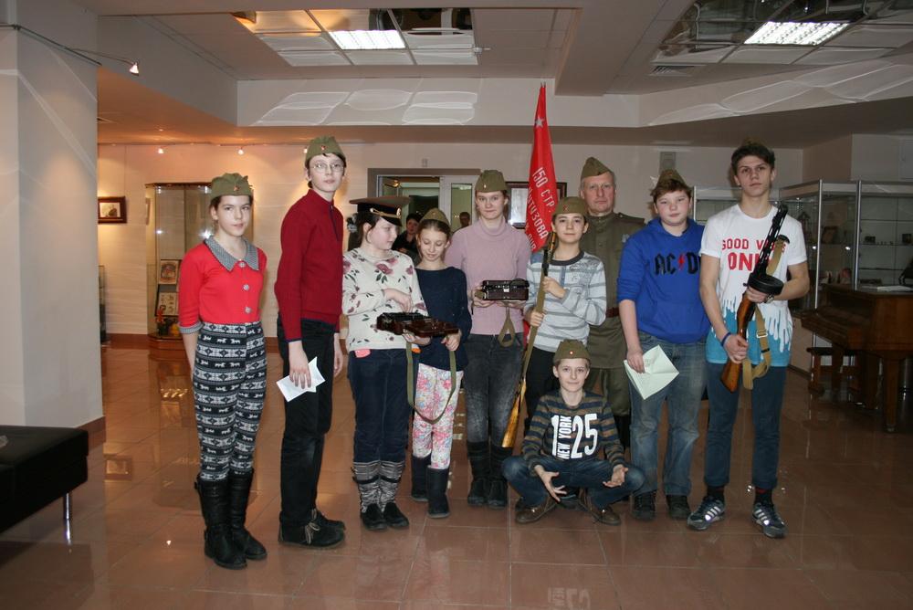 5 и 7 классы на интерактивном занятии в Музее Героев Советского Союза и России